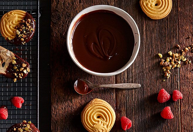 Ooey Gooey Caramel Chocolate Dunk