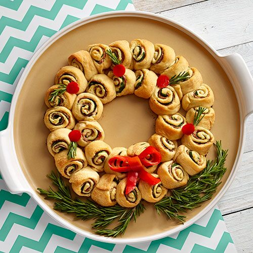 Cheesy Spinach Pinwheel Wreath
