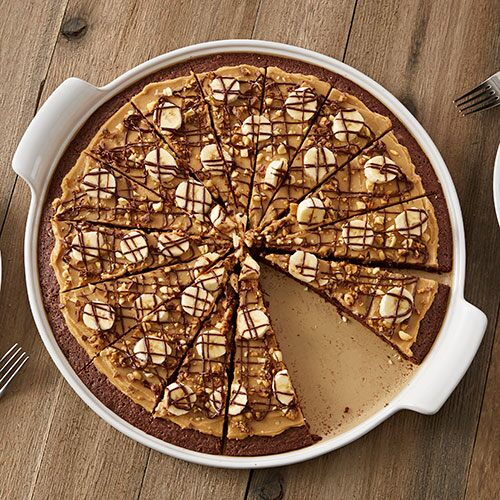 Peanutty Brownie Pizza