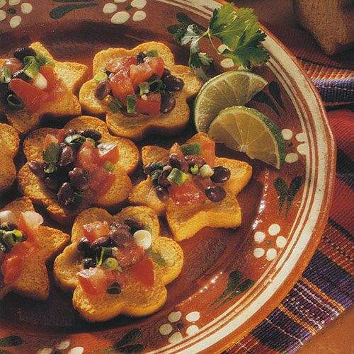 Black Bean Salsa with Toasted Cornbread Slices