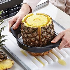 Pampered Chef Pineapple Corer And Peeler